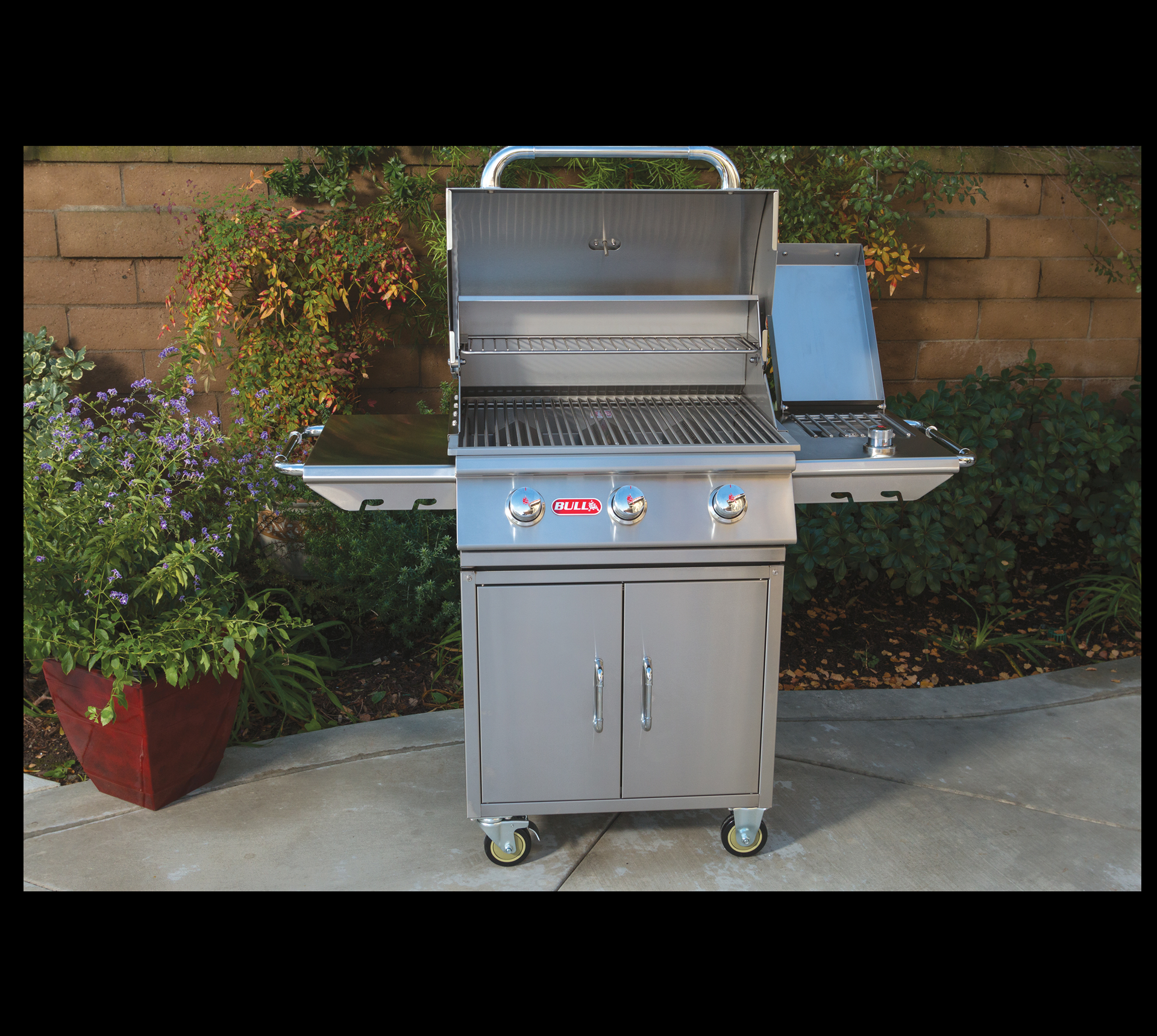 photo of grill with side kick shelf side burner